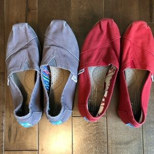 Toms   2 pairs together! Red and Grey classic 6